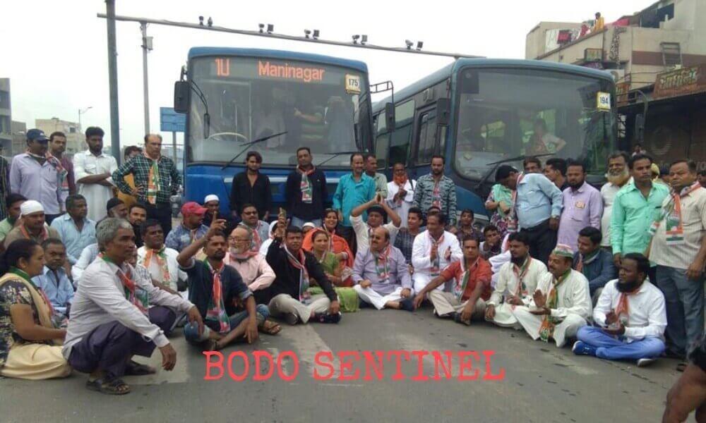 दिनै भारत बन्द: रामलिला फोथाराव राहुल गान्डिजों लोगोसे सनिया गान्डि आरो मनमहन सिंहआ लोगो लाहैदों