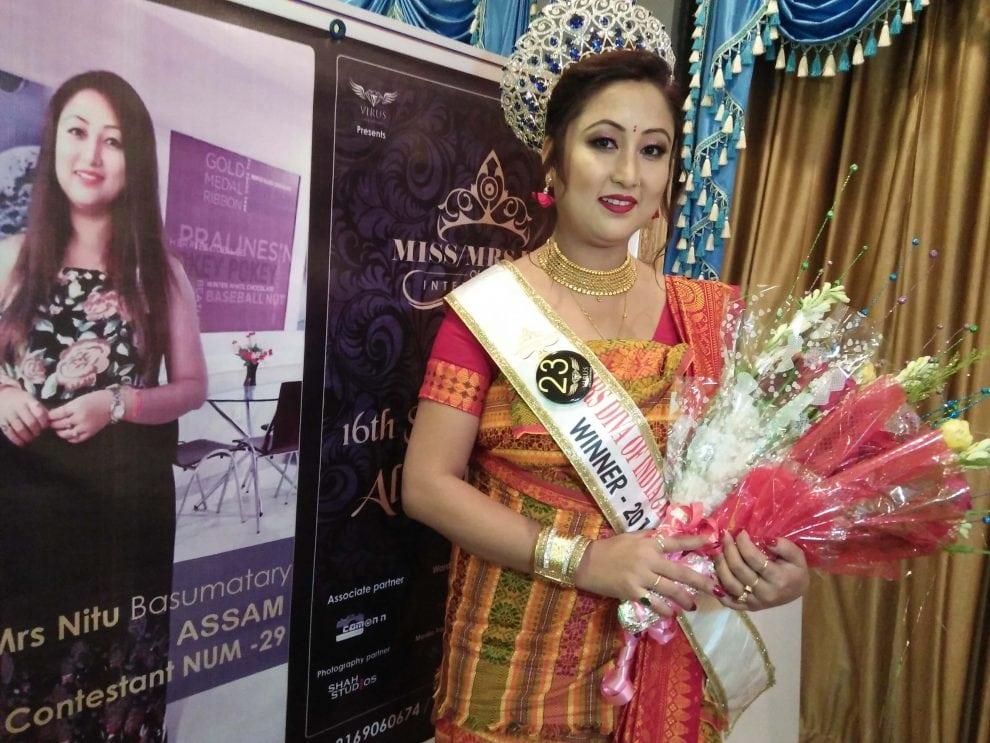 """क'कराझारनि निटु बसुमथारिआ """"Mrs Diva of India International"""" बिमुंखौ मोन्नो हायो"""