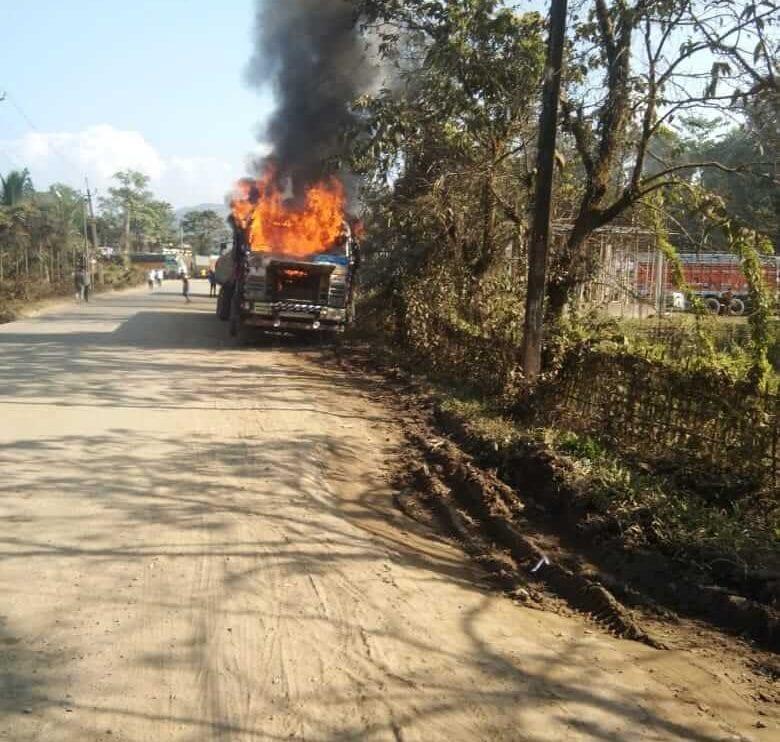 थिनसुकिया जिल्लायाव कयला बोग्रा लाडेन ट्राकआ अर खामदों