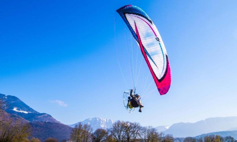 बिटिची खुंथायनि Tourism बिफानआ paramotor आरो paragliding नि ट्रेनिं होनाय खामानिआव मुखुब