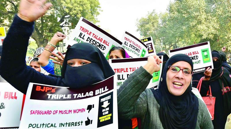 'ट्रिपल तालाक' आयेनखौ बन्द' खालामनो मोना: मुस्लिम लो बोर्ड